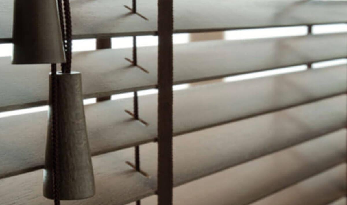 stile-35-mm-tende-alla-veneziana-in-legno-35-mm-style-wood-venetian-blinds